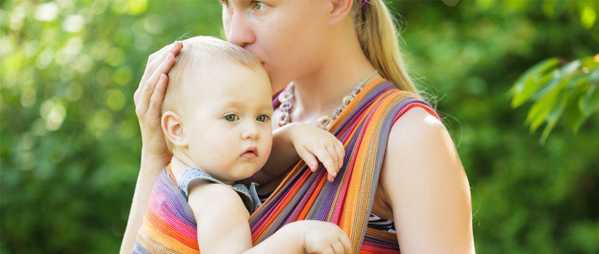 Con il babywearing è possibile costruire un rapporto solido e sereno col proprio bambino, e al tempo stesso essere più libere e indipendenti,